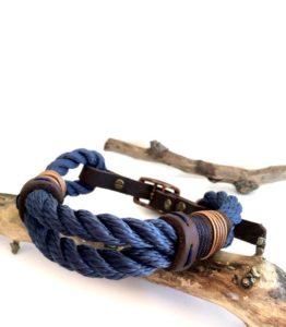 Collier Ocean Blue entre chien et look